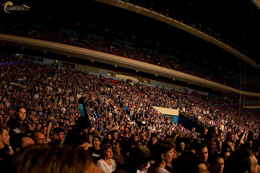 Miles de personas admirando a sus idolos